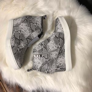 Shoes - Wedge Sneaker Snake Print🌟PRICE FIRM